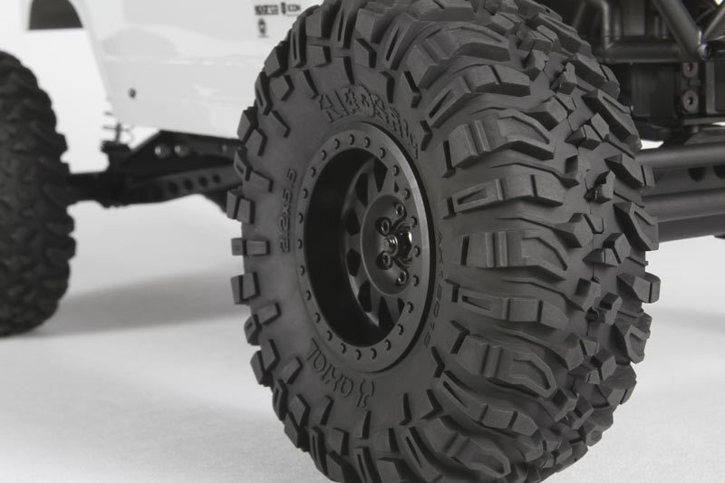 http://www.axialracing.com/assets/products/3064/productpage_blocks/popup/standard/ax90045_wraith_spawn_ripsaw_tires_800x533.jpg?1413563911