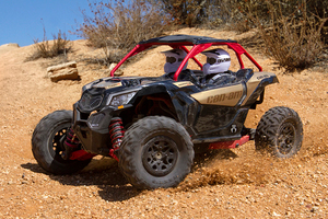 Axi90069_yeti_jr_can-am_maverick_x3_turbo_02_800px